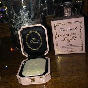 Too Faced Diamond Light Highlighter